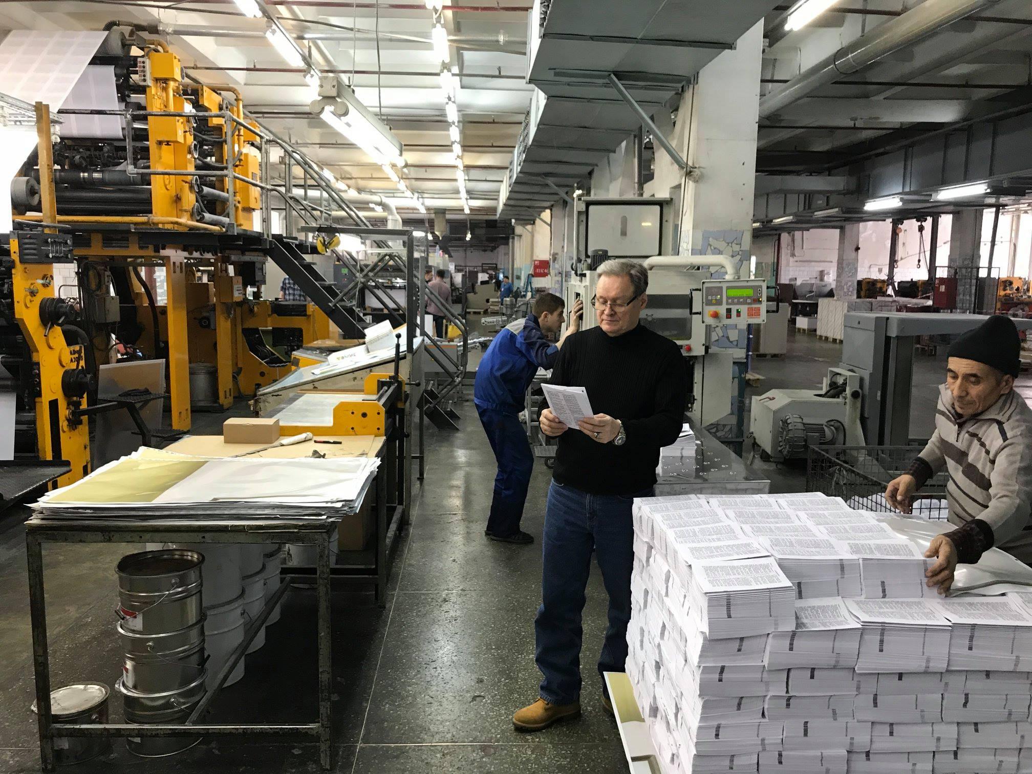 hannu-inspects-print
